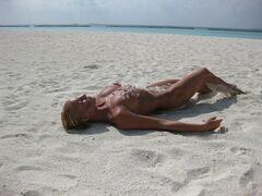 10. Голая Анастасия Волочкова на горячих фото с отдыха на Мальдивах