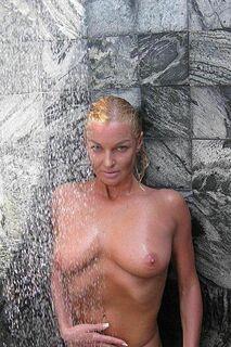 2. Голая Анастасия Волочкова на горячих фото с отдыха на Мальдивах
