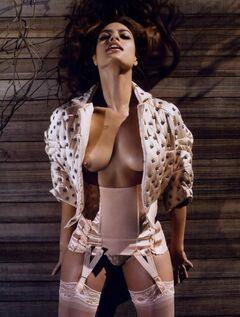 Голая Ева Мендес на горячих фото из Vogue