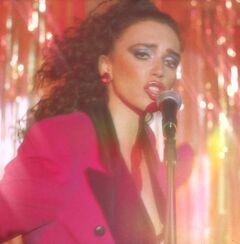 Ольга Серябкина засветила голую грудь в клипе «Не бойся»