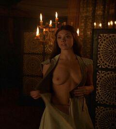 Голая Натали Дормер в сериале «Игра престолов» (грудь)