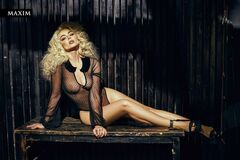 Голая Алина Гросу на фото из «Максим»