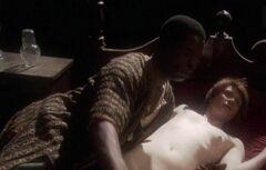 Полностью голая Брайс Даллас Ховард в постельной сцене из фильма «Мандерлей»