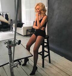 Эротические фото Кристины Орбакайте (ножки)