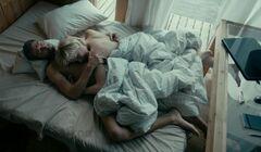 3. Горячая постельная сцена с обнаженной Валерией Шкирандо из сериала «Sпарта» (2017)