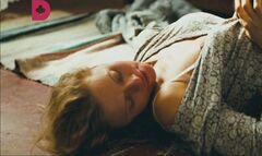 Обнаженная Татьяна Черкасова в постельной сцене из фильма «Дом на обочине»