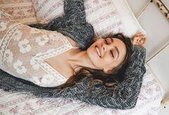 Голая Лили-Роуз Депп на горячих фото из журналов (грудь)