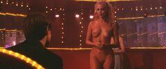 Голая Элизабет Беркли в откровенных сценах из «Шоугерлз»