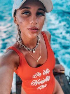 Мия Бойка в купальнике