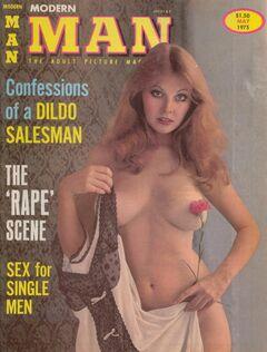 Обнаженная Кассандра Петерсон в журнале Modern Man (грудь, попа и киска)