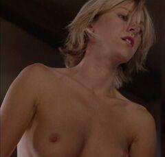 Голая грудь Наоми Уоттс на кадрах из кино