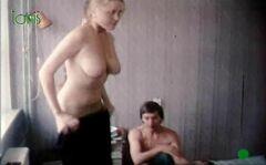 Голая грудь Ольги Егоровой в фильме «Балаган» (1990)
