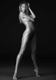 9. Полностью голая Кэндис Свейнпол в эротических фотосессиях