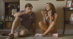 Горячие кадры с Ребеккой Холл в нижнем белье из фильма «Фортуна Вегаса»
