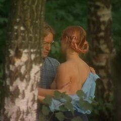 Голая грудь Екатерины Лапиной в сериале «Другая жизнь» (2003)
