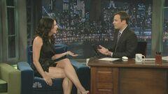 Обнаженные ножки Лорен Грэм на кадрах из шоу