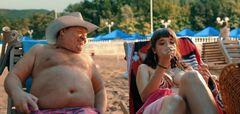 Засветы груди и попы Ольги Дибцевой в комедии «Везучий случай» (2017)