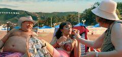 3. Засветы груди и попы Ольги Дибцевой в комедии «Везучий случай» (2017)