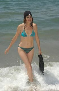 Эротические фото Шон Янг в купальнике