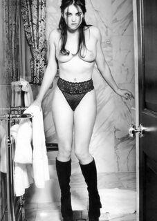 Эротические фото с голой Элизабет Херли из журналов