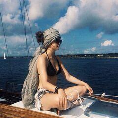 10. Анастасия Чистякова на фото в купальнике