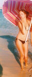 16. Анастасия Чистякова на фото в купальнике