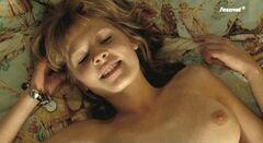 Обнаженная Клеманс Поэзи в картине «Лето Ольги» (2002)