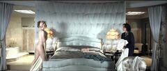 Откровенные кадры с Эми Адамс из комедии «Мисс Петтигрю живет одним днем» (2008)